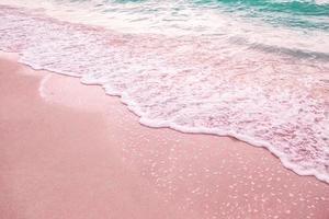 vågor på sanden
