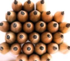 grupp av pennor på en vit bakgrund foto