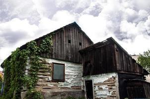 tomt gammalt hus foto