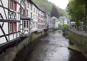historiska hus i Monschau foto