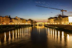 ponte vecchio och bostäder i Florens