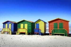 färgade strandhus i Sydafrika foto