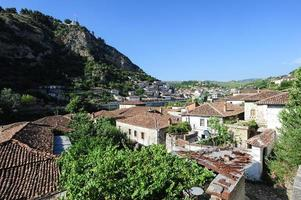 de gamla husen i Berat på Albanien foto