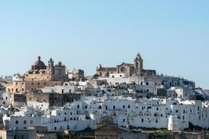 utsikt över den gamla staden ostuni (italien)