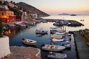 hamnen i hydra, grekland vid solnedgången
