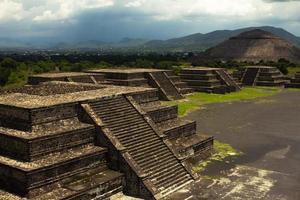 teotihuacan-pyramider, soltempel och ruiner foto