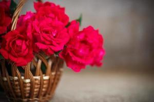 vacker bukett med röda rosor