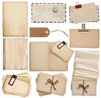 uppsättning gamla pappersark, bok, kuvert, vykort, taggar