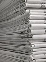 massor av tidningar foto