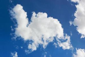 blå himmel kunde. foto