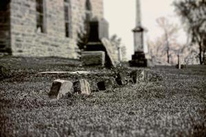 gammal gravstenkyrkogård, vintagefotografering