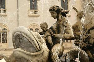 artemide fontän. syracuse (siracusa, sarausa) - sicilien, italien foto