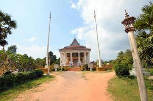 väg till det buddhistiska templet foto
