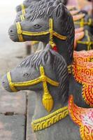 skulpturer, häststatyer - i Thailand.