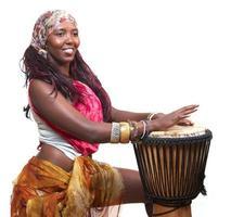 afrikansk djembe trummis foto
