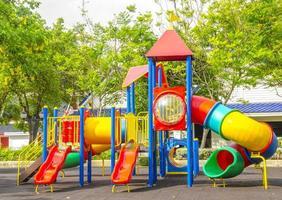 lekplats vid allmänna parken