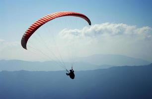 skärmflygning i nepal foto