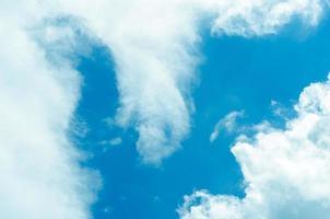 molnig blå himmel abstrakt bakgrund foto