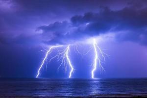 blixtnedslag över havet