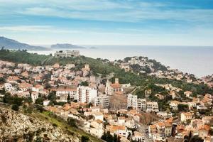 utsikt över marseille, staden, himlen och havet foto