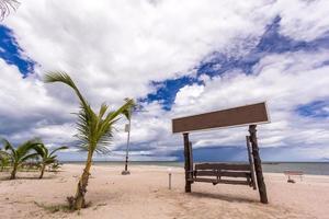 tropisk vit sandstrand foto