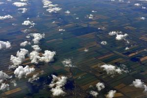 jordens yta och moln foto