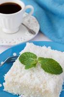 söt couscous (tapioka) pudding (cuscuz doce) med kokosnöt