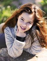 porträtt skjuta utomhus med en tonåring