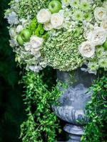 massa blommor i potten vid evenemangsfirandet