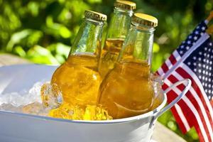 öl med amerikanska flaggor. foto