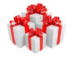 vita presentförpackningar insvept med röda band bundna i bågar foto