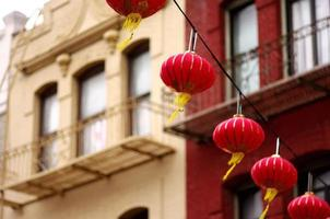 lyktor i chinatown foto