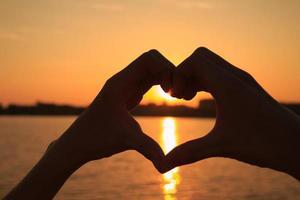 hjärtformad hand foto