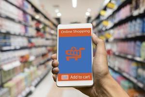 online shopping på smart telefon foto