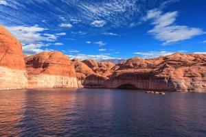 naturskönt konstgjord vattenbassäng foto