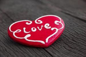 hjärta kaka på trä bakgrund foto