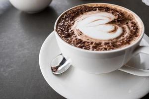 hjärta form latte art kaffe foto