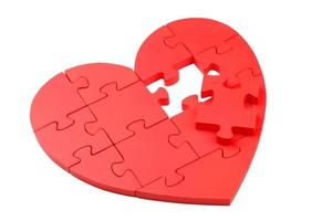 rött pusselhjärta isolerad på vitt foto