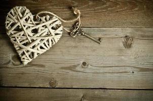 korghjärta handgjord med nyckeln foto