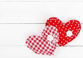 två dekorativa hjärta för alla hjärtans dag foto