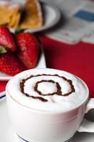 frukost på internetcafé foto