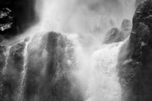 vattenfall vid Koynanagar, Indien cirka augusti 2014