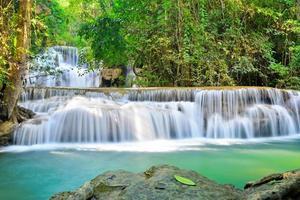 huai mae khamin, det vackra vattenfallet foto