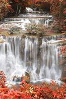 vackert vattenfall, huay mae ka min vattenfall
