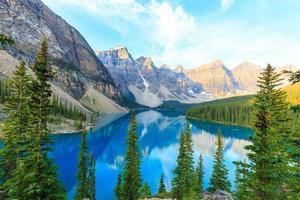 moränesjön, kanadensiska klippor foto