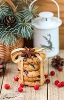 kakor med tranbär. julklappar. den rustika stilen foto