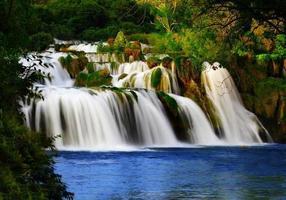 silkeslen vattenfall foto