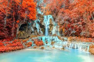 regnskog vattenfall, tat kuang si vattenfall vid luang prabang, loas.