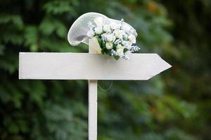 bröllopsskylt med grön bakgrund