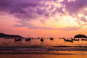 skönheten i soluppgången scen på stranden foto